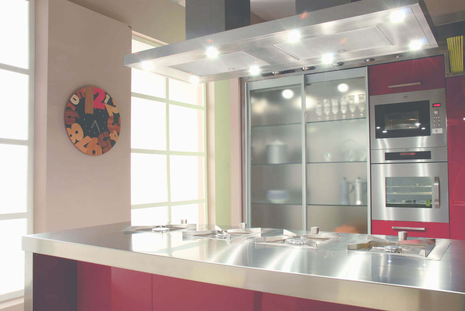 Arca Cucine Italia - Cucina Domestica in Acciaio Inox e Vetro - Opera - Isola con Fuochi