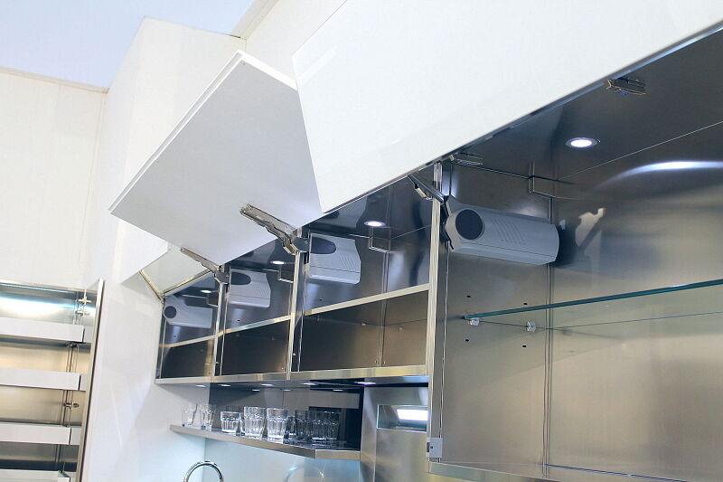 Arca Cucine Italia Cucine Domestiche Acciaio Inox Accessori Ante Apertura Verticale Ribalta Soffietto 070