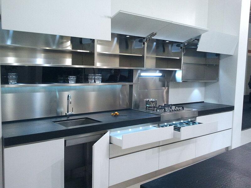 Arca Cucine Italia Cucine Domestiche Acciaio Inox Accessori Ante Aperture A Ribalta E Cassetti Illuminazione Led 026 1