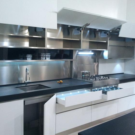 Arca Cucine Italia - Cucine Domestiche Acciaio Inox - Accessori - Ante Aperture A Ribalta E Cassetti Illuminazione Led 026