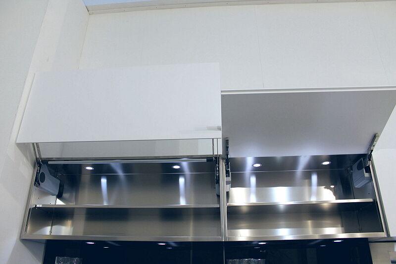 Arca Cucine Italia Cucine Domestiche Acciaio Inox Accessori Ante Aperture A Ribalta E Soffietto Con Illuminazione Led 069