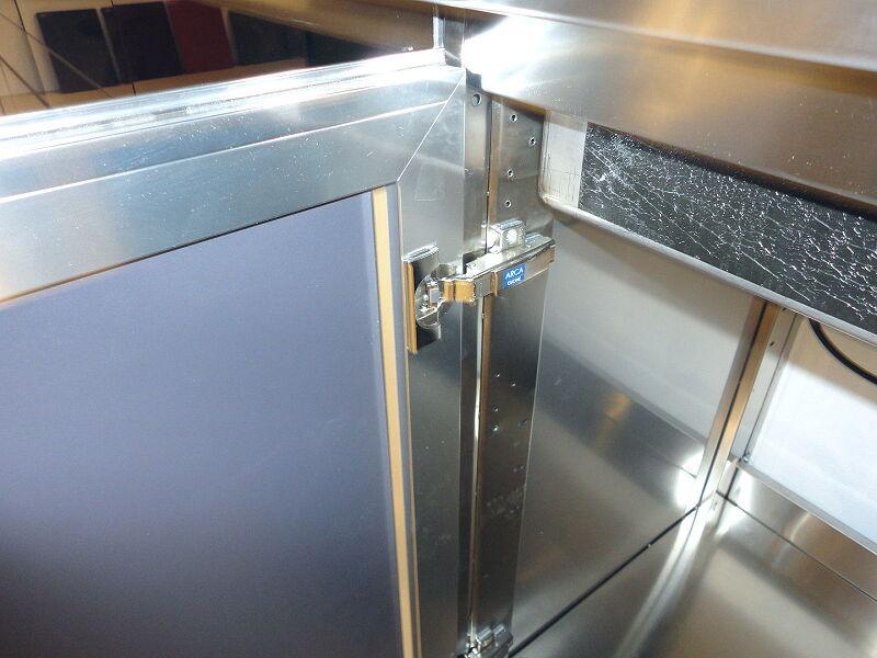 Arca Cucine Italia Cucine Domestiche Acciaio Inox Accessori Base E Anta Inox Con Sistema Di Chiusura Ammortizzata 018