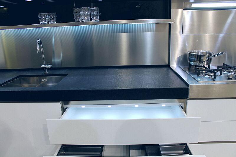 Arca Cucine Italia Cucine Domestiche Acciaio Inox Accessori Cassetto Con Illuminazione Led 056 1