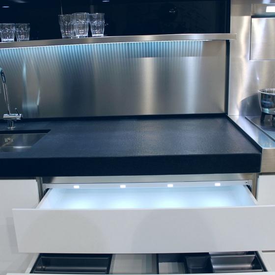 Arca Cucine Italia - Cucine Domestiche Acciaio Inox - Accessori - Cassetto Con Illuminazione Led 056