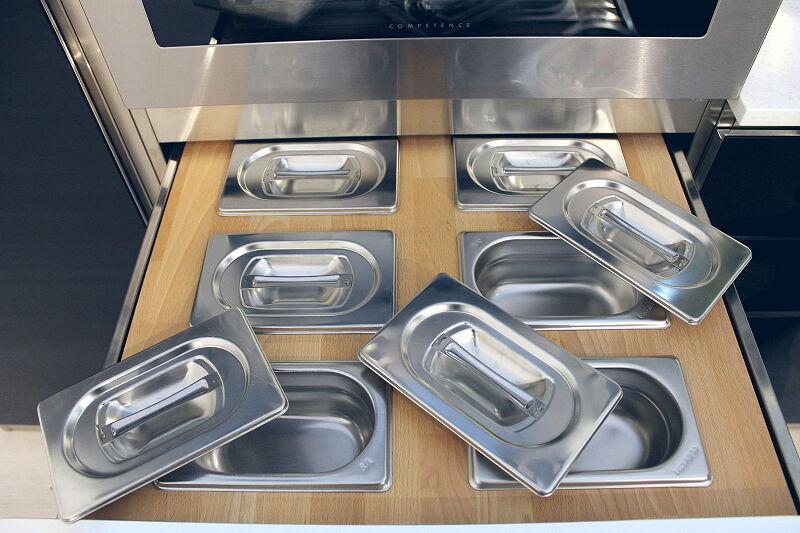 Arca Cucine Italia Cucine Domestiche Acciaio Inox Accessori Cassetto In Massello Di Faggio Con Contieni Condimenti 2 054 1
