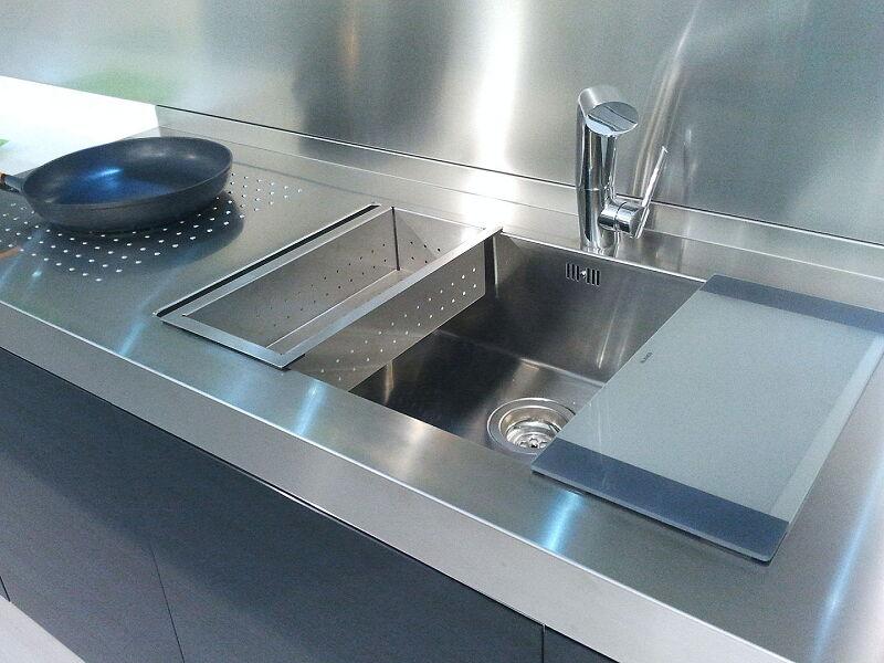 Arca Cucine Italia Cucine Domestiche Acciaio Inox Accessori Lavello Design 0 Mm Tagliere In Cristallo Temperato E Vaschetta Scolapasta 012 1
