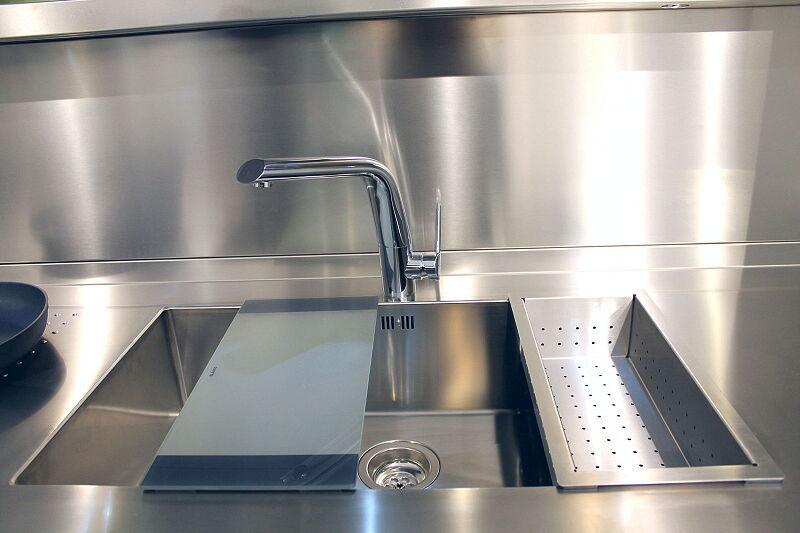 Arca Cucine Italia Cucine Domestiche Acciaio Inox Accessori Lavello Design 0 Mm Tagliere In Cristallo Temperato E Vaschetta Scolapasta 2 030