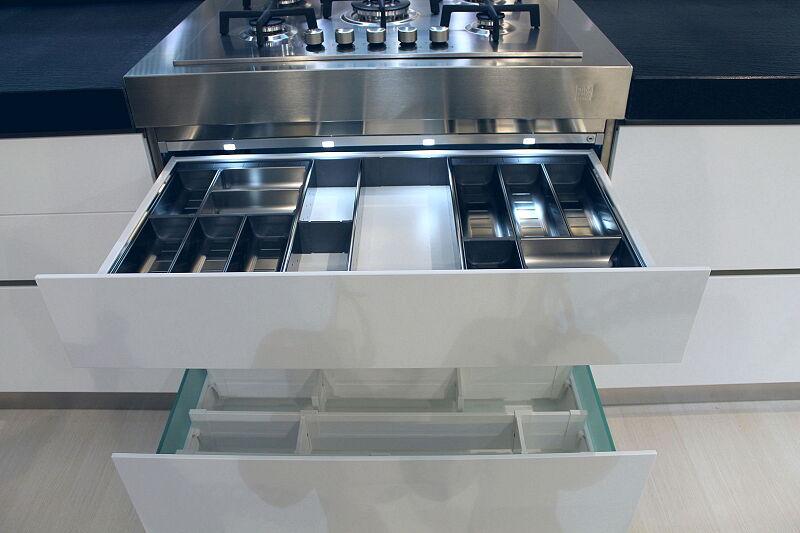 Arca Cucine Italia Cucine Domestiche Acciaio Inox Accessori Sistema Di Suddivisione Interna Con Organizzazione Flessibile Inox E Illuminazione Led 007
