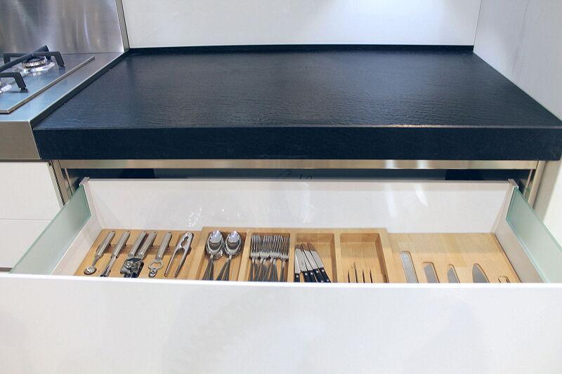 Arca Cucine Italia Cucine Domestiche Acciaio Inox Accessori Sistema Di Suddivisione Interna In Legno Sistema Di Chiusura Ammortizzata 10 004