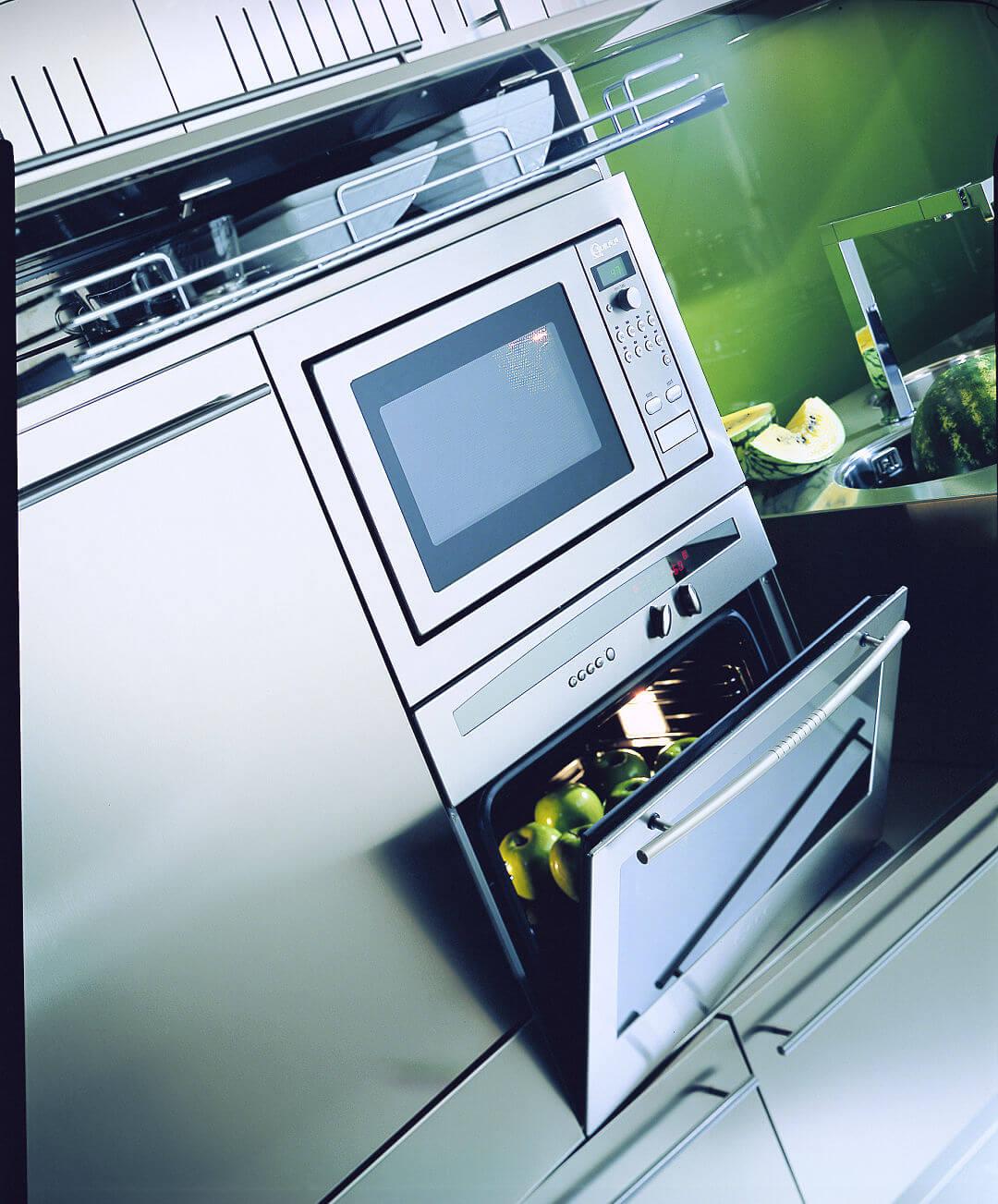 Arca Cucine Italia - Cucina in Acciaio Inox su misura - Forni e Lavastoviglie