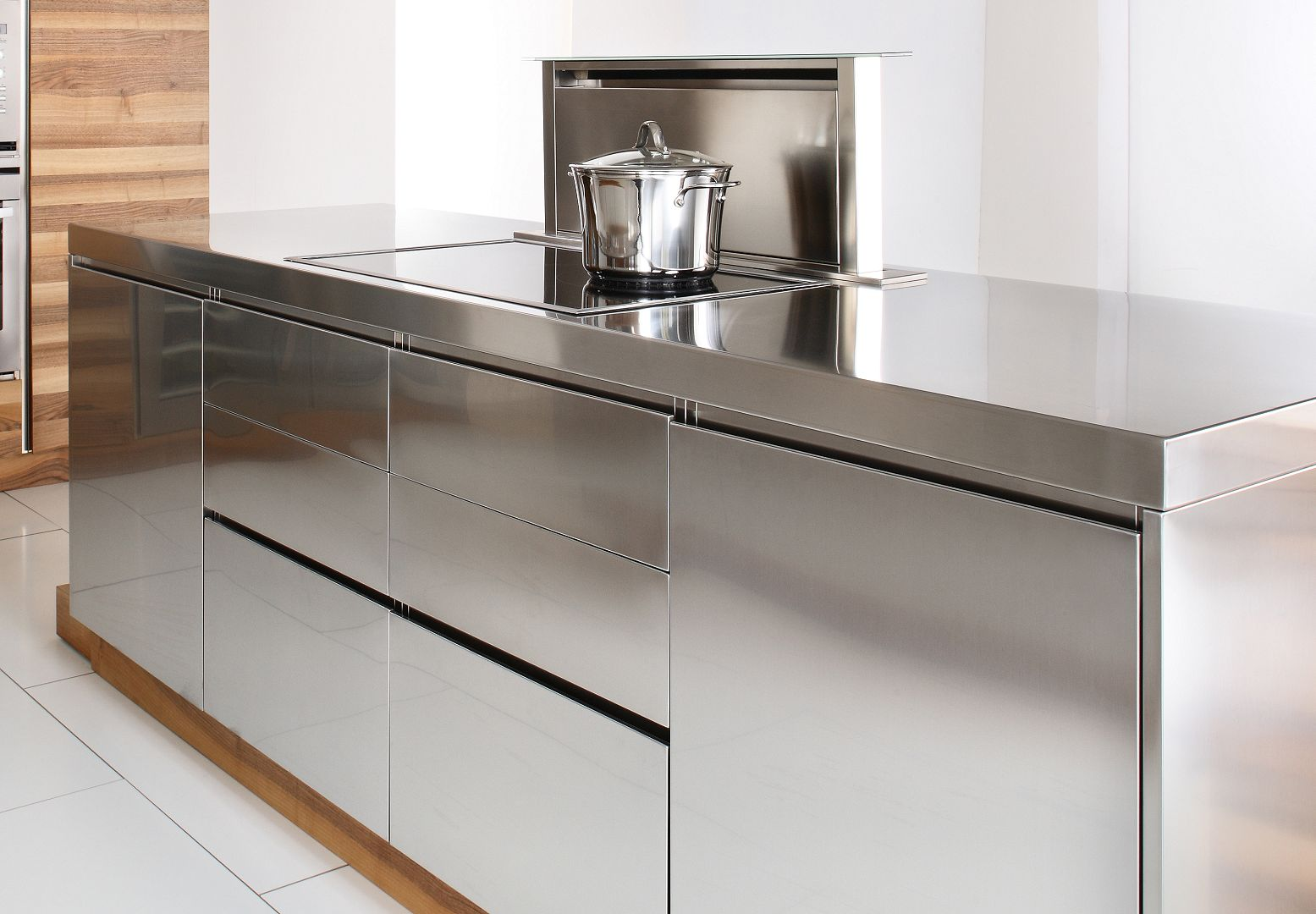 Arca Cucine Italy - Domestic stainless steel kitchens - Open - Handle Detail And Hood