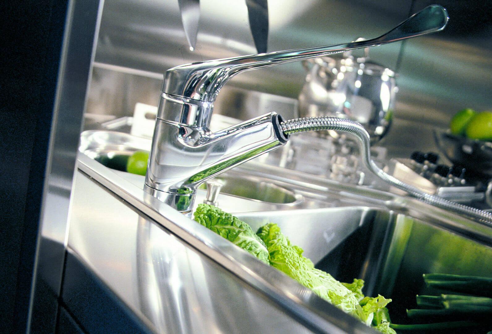 Arca Cucine Italia - Cucina Domestica in Acciaio Inox e Vetro - Wagon - Miscelatore
