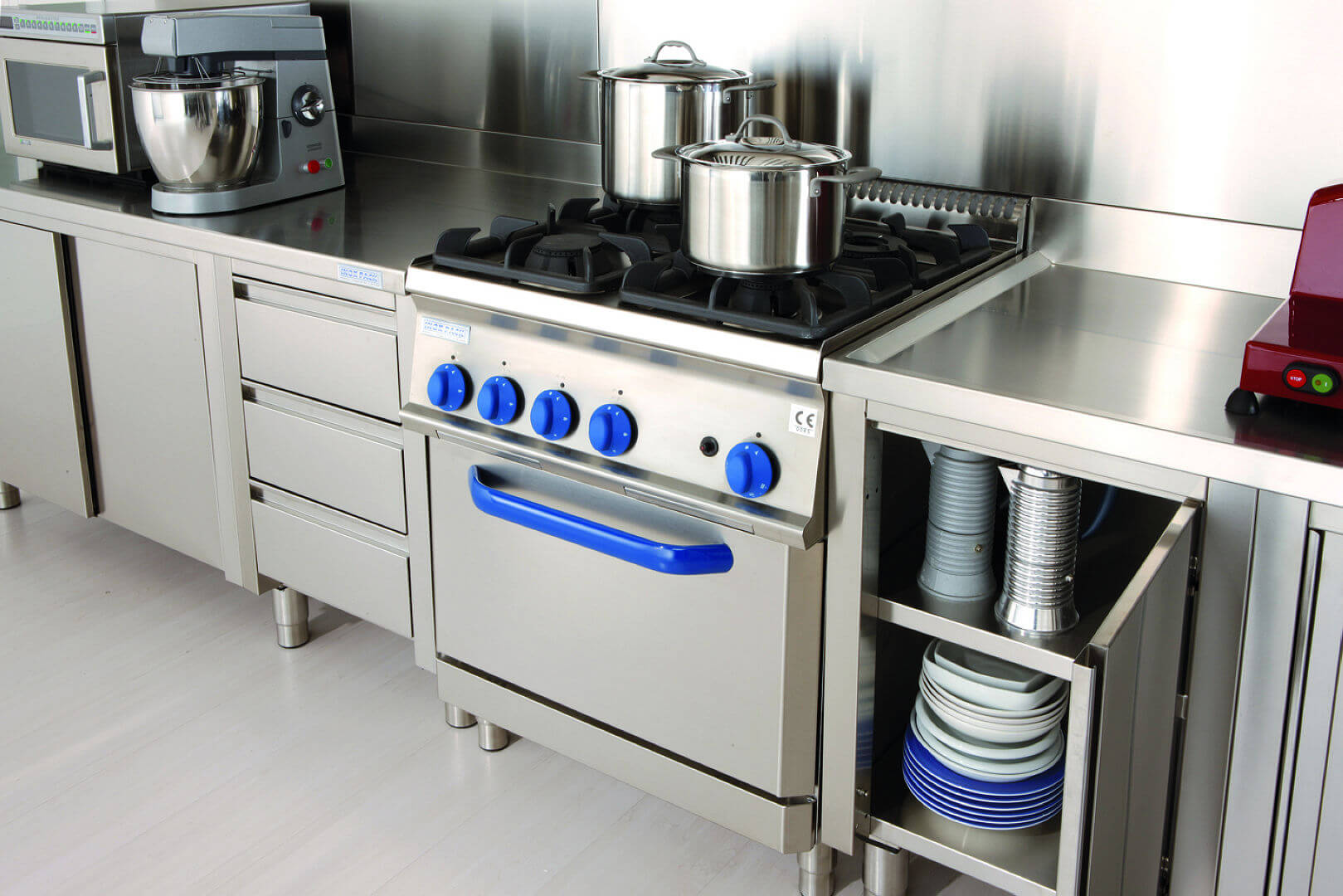 Arca Cucine Italy - Domestic stainless steel kitchens - 12 - Grand Gourmet Chef - Locking gas Professional Kitchen